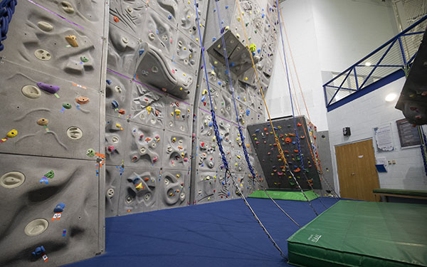 Image of the indoor climbing facility
